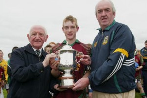 Kiltale captain David Schilder recieves the Meath U14 Hurling championship cup from Ted Murtagh (sponsor, left) and Michael Mullally Chairman of the Meath Juvenile Hurling Board